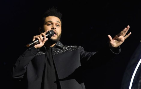 ROTTERDAM, NETHERLANDS - NOVEMBER 06:  The Weeknd performs on stage at the MTV Europe Music Awards 2016 on November 6, 2016 in Rotterdam, Netherlands.  (Photo by Kevin Mazur/WireImage)